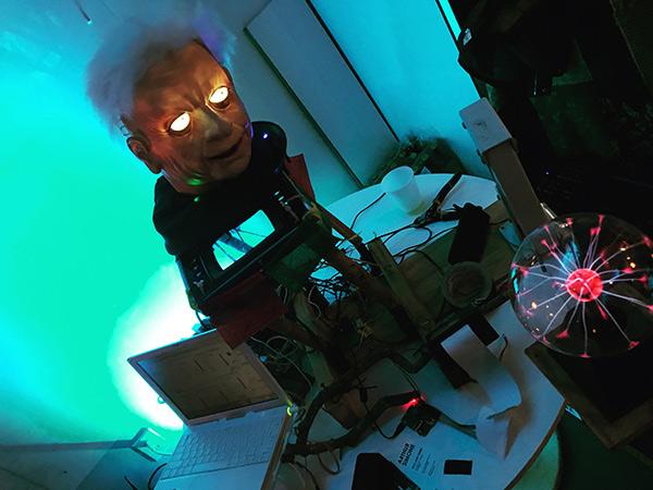 creepy head robot